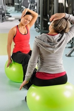 Personal trainer motivating client